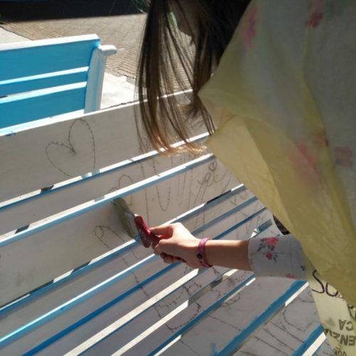 Fase di spazzolatura per eliminare il pigmento in eccesso